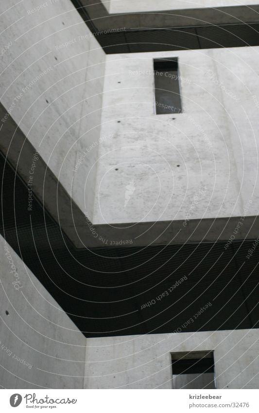 wand, fenster, zwischenraum Beton Mauer grau schwarz unpersönlich Einsamkeit kalt Architektur void