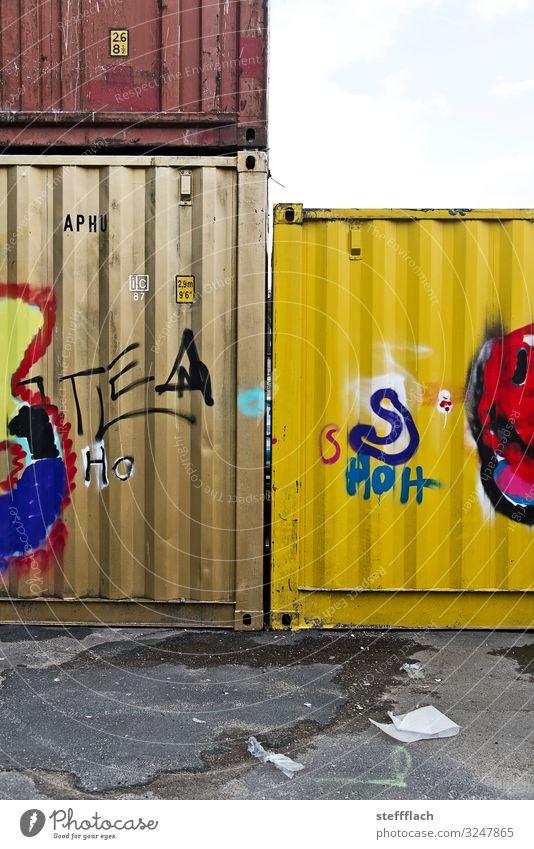 Container Love Güterverkehr & Logistik Übersee Stadt Hafenstadt Parkplatz Berufsverkehr Lastwagen Containerschiff Güterzug Schriftzeichen Graffiti warten eckig