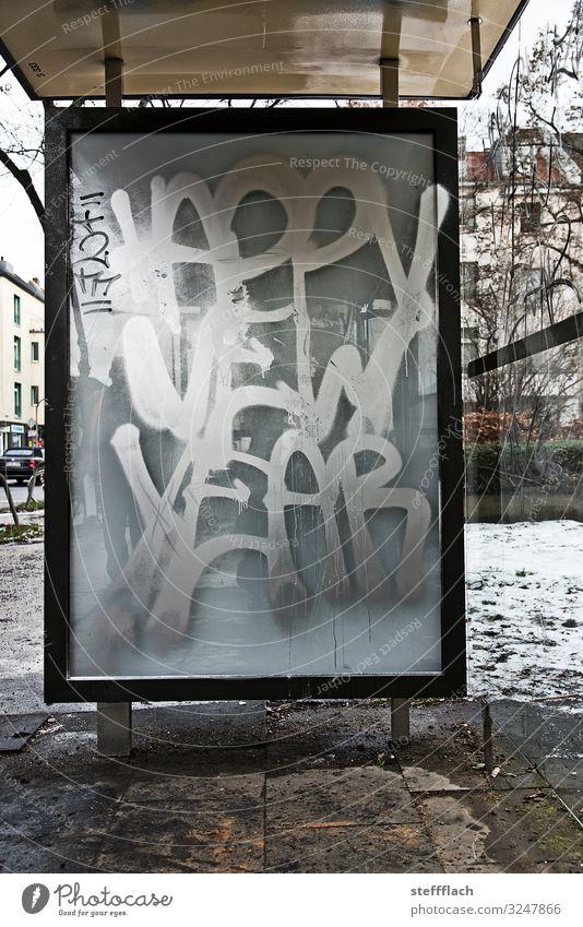 Happy New Year Stil Winter Stadt Menschenleer Bushaltestelle Verkehr Öffentlicher Personennahverkehr Busfahren Stein Glas Metall Graffiti hässlich rebellisch