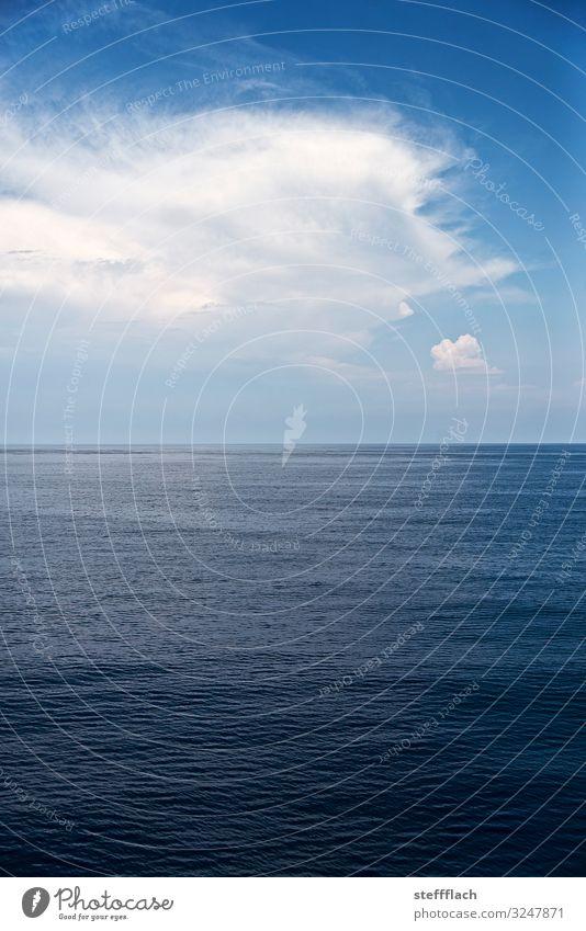 Oben blau, unten blau Ferien & Urlaub & Reisen Tourismus Kreuzfahrt Sommer Sommerurlaub Meer Wellen Wassersport Segeln Himmel Wolken Wetter Schönes Wetter