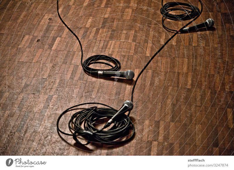 Vor dem Konzert Freude Nachtleben Entertainment Veranstaltung Musik Club Disco Feierabend Mikrofon Mikrofonkabel Theaterschauspiel Bühne Tanzen Show Musik hören