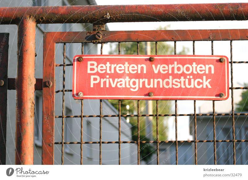 betreten verboten. gehen Schilder & Markierungen Verkehr geschlossen Rost Zaun Verbote