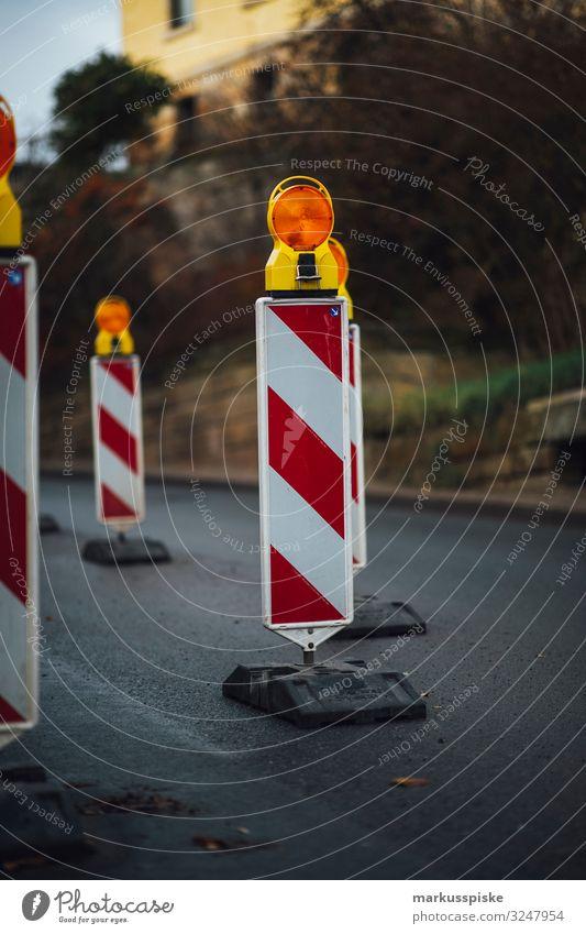 Baustellenmarkierung Arbeit & Erwerbstätigkeit Beruf Straßenbau Schlagloch Schilder & Markierungen Risiko Barriere Wirtschaft Industrie Handel Verkehr