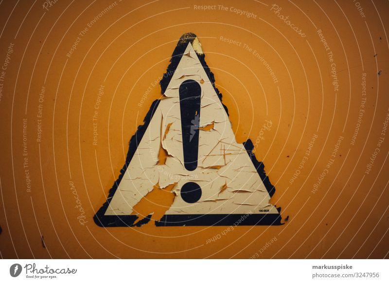 Ausrufezeichen Achtung! Straßenverkehr Verkehrszeichen Verkehrsschild bedrohlich Risiko gefahrenhinweis Dreieck Hinweisschild sprechen kaputt gelb orange