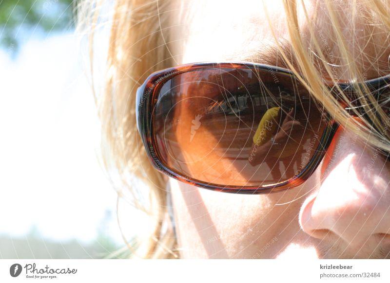 tisi Sonnenbrille Brille blond Haarsträhne Mann symbiosis strohblond