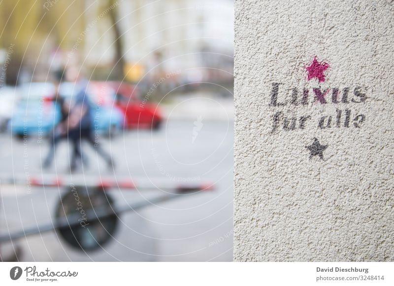 Luxus für alle Arbeit & Erwerbstätigkeit Stein Zeichen Schriftzeichen Graffiti Kapitalwirtschaft Geld Gesellschaft (Soziologie) Gesundheitswesen Zufriedenheit