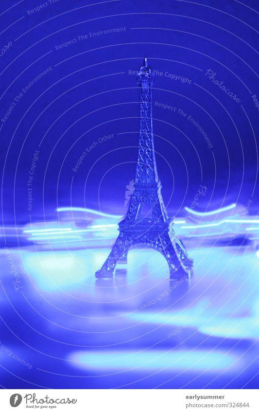 le tour d'eiffel Stadt blau Architektur Kunst Party hell Energiewirtschaft Tourismus leuchten Technik & Technologie Telekommunikation Turm violett Bauwerk Wahrzeichen Denkmal