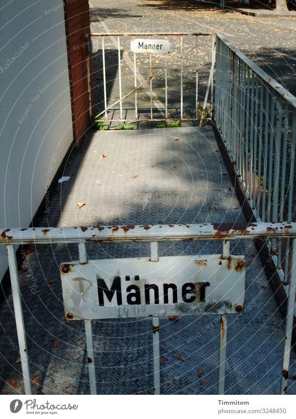 Männer/Manner Stadtrand Kiosk Fassade Stein Metall kaputt grau rot weiß Gefühle Vergänglichkeit Gitter Barriere Tor Schilder & Markierungen Beschriftung