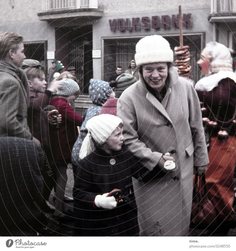 Der Brezelbub geht um Lebensmittel Teigwaren Backwaren Abenteuer Winter Veranstaltung Feste & Feiern Karneval Mensch feminin Mädchen Frau Erwachsene 2