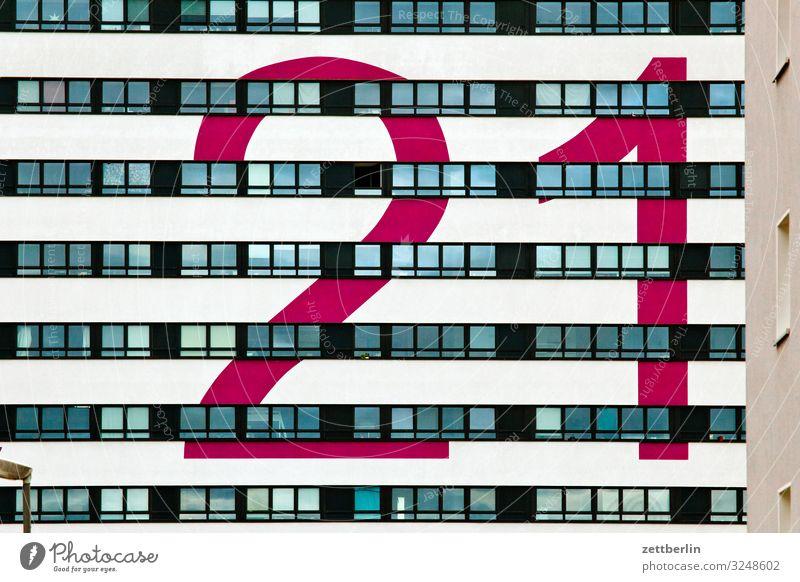 21 Berlin Großstadt Gebäude Hauptstadt Haus Menschenleer Stadt Textfreiraum Stadtleben Häusliches Leben Wohnhaus Wohnhochhaus Fenster Fassade Ziffern & Zahlen