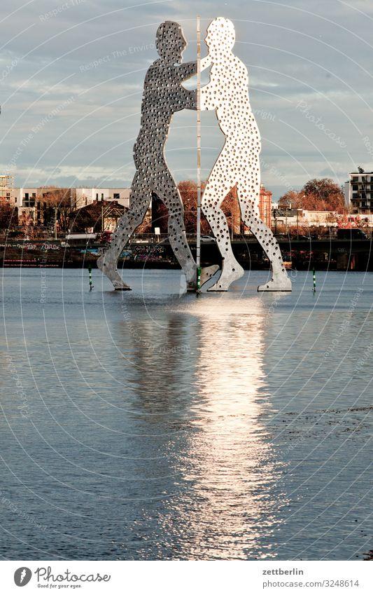 Molecule Man 2 molecule man Skulptur Denkmal monumental groß Berlin Großstadt Hauptstadt Herbst Menschenleer Berlin-Mitte Friedrichshain Kreuzberg Treptow