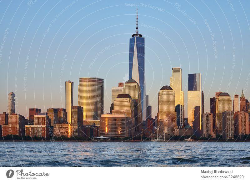 Manhattan Skyline bei Sonnenuntergang, New York. Lifestyle kaufen Reichtum Geld Ferien & Urlaub & Reisen Ausflug Sightseeing Städtereise Häusliches Leben