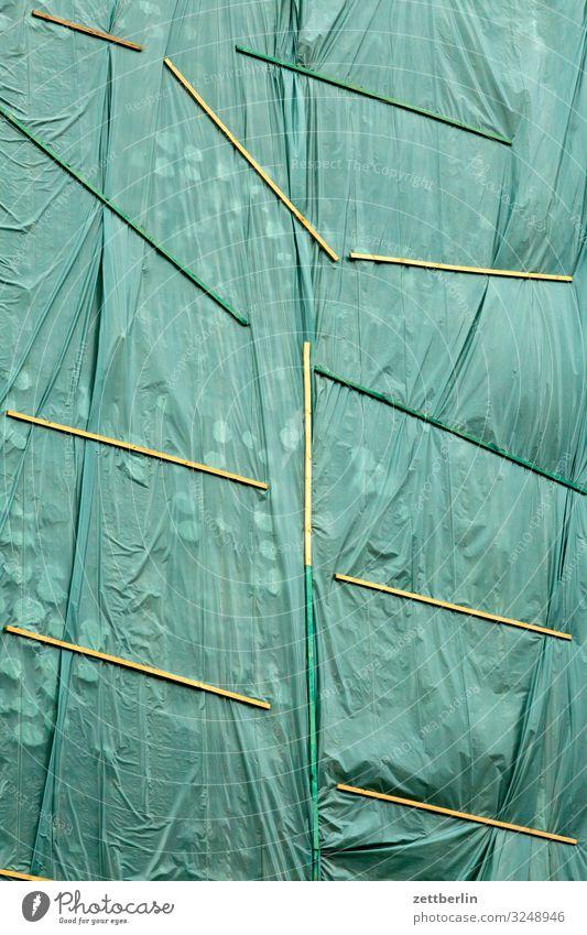 Plane am Haus Stadt Hintergrundbild Gebäude Textfreiraum Stadtleben Häusliches Leben geschlossen Baustelle Falte verstecken Großstadt Berlin-Mitte verpackt