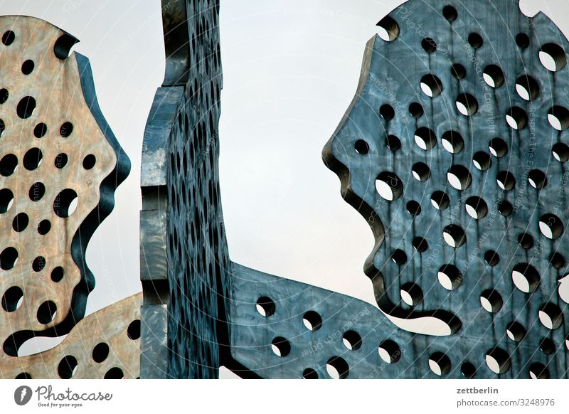 Molecule Man 4 molecule man Skulptur Denkmal monumental groß Berlin Großstadt Hauptstadt Herbst Menschenleer Berlin-Mitte Friedrichshain Kreuzberg Treptow