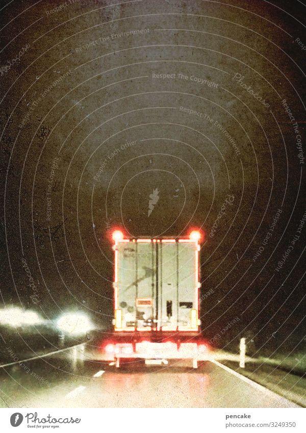 follower Verkehr Verkehrswege Güterverkehr & Logistik Straßenverkehr Verkehrsstau Autobahn Fahrzeug Lastwagen fahren Licht folgend Container Außenaufnahme