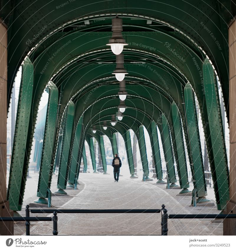 Ablauf 1 Mensch Klima Schönhauser Allee Prenzlauer Berg Hochbahn Stahlträger Fußgänger Wege & Pfade U-Bahn gebrauchen groß historisch lang unten Stadt viele