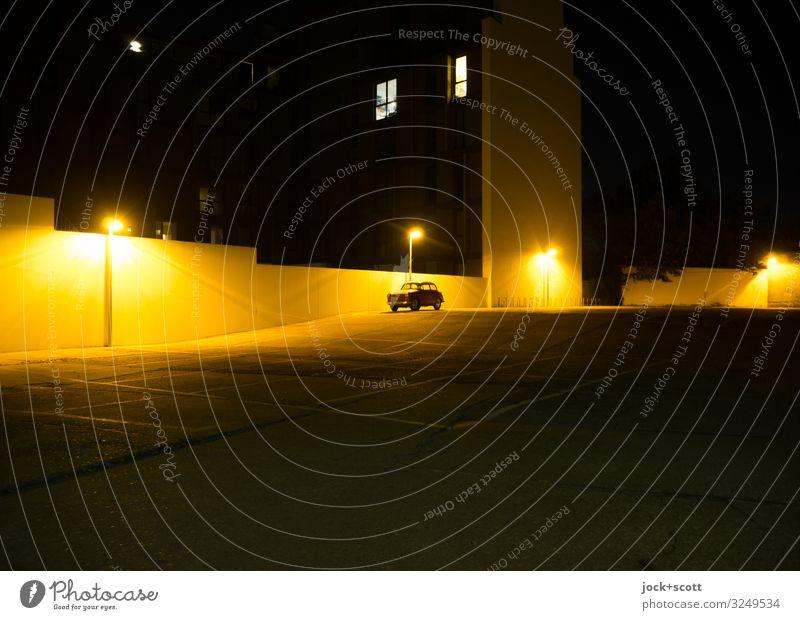 Dauerparker 1.0 Berlin-Mitte Mauer Parkplatz Parkplatzbeleuchtung Oldtimer leuchten groß klein modern Stimmung gewissenhaft Ausdauer Ordnungsliebe Nostalgie
