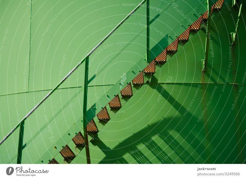 Hoffnung durch Zuversicht Industrie Silo Treppe Treppengeländer Niveau Metall eckig fest groß lang Wärme grün Stimmung Einigkeit Genauigkeit kompetent Qualität
