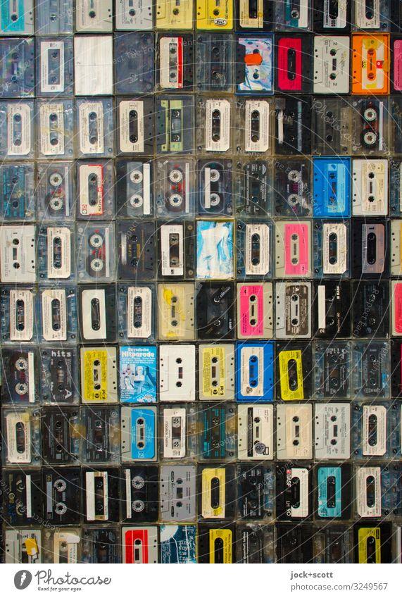 Fundus von Musikkassetten Design Unterhaltungselektronik Subkultur analog Dekoration & Verzierung Sammlung Streifen einzigartig klein Originalität retro viele