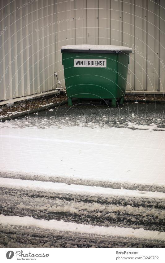 Winterdienst Streugut Streusand Schnee Matsch matschig Schneematsch Straße Fassade Wand kalt Frost Eis Verkehrswege Wetter Glätte Gefahr Container Tonne