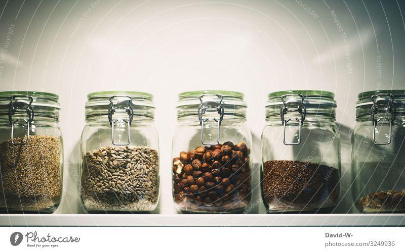 Lebensmittel in Gläsern Getreide Teigwaren Backwaren Ernährung Bioprodukte Vegetarische Ernährung Lifestyle kaufen Reichtum elegant Stil Design Geld sparen