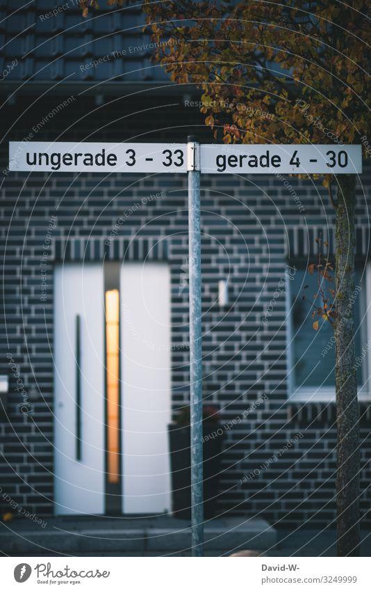 Straße / ungerade und gerade Hausnummern Straßenschild makierung wohnen Dorf Stadt Wohnhaus Wohngebiet Wohnsiedlung Baum struktur sortiert sortieren Ordnung