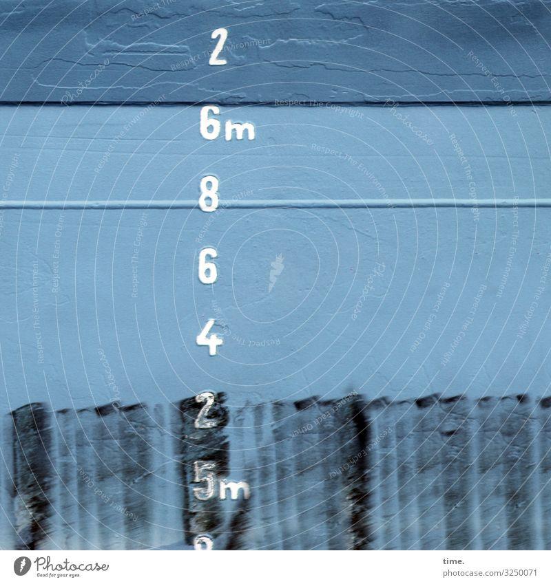 2 6m 8 6 4 2 5m metall tageslicht farbe orientierung information zahl maritim schiff buchstabe schiffahrt blau 6 linien Schweißnaht schwarz untereinander rätsel