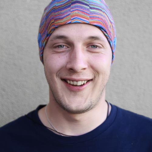 chillin' maskulin Mann Erwachsene 1 Mensch Schauspieler Mauer Wand Pullover Kopftuch Dreitagebart Erholung genießen Lächeln lachen Blick Lebensfreude Optimismus