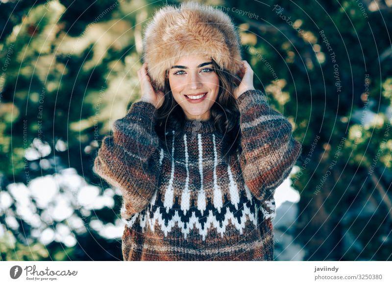 Frau Mensch Natur Jugendliche Junge Frau schön weiß Freude Wald Winter Berge u. Gebirge 18-30 Jahre Gesicht Lifestyle Erwachsene Wärme