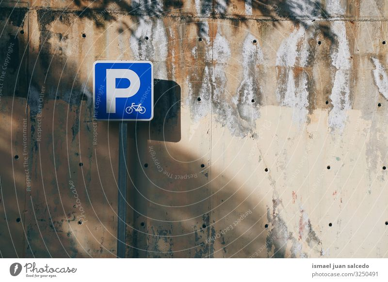 Fahrradampel auf der Straße auf der Straße Verkehrsgebot Zyklus Fahrradsignal Signal Hinweisschild Großstadt Verkehrsschild Zeichen Symbole & Metaphern Weg