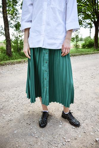 Frau Mensch Jugendliche Junge Frau grün weiß Gesundheit Erwachsene natürlich feminin Glück Mode Körper 13-18 Jahre frei modern