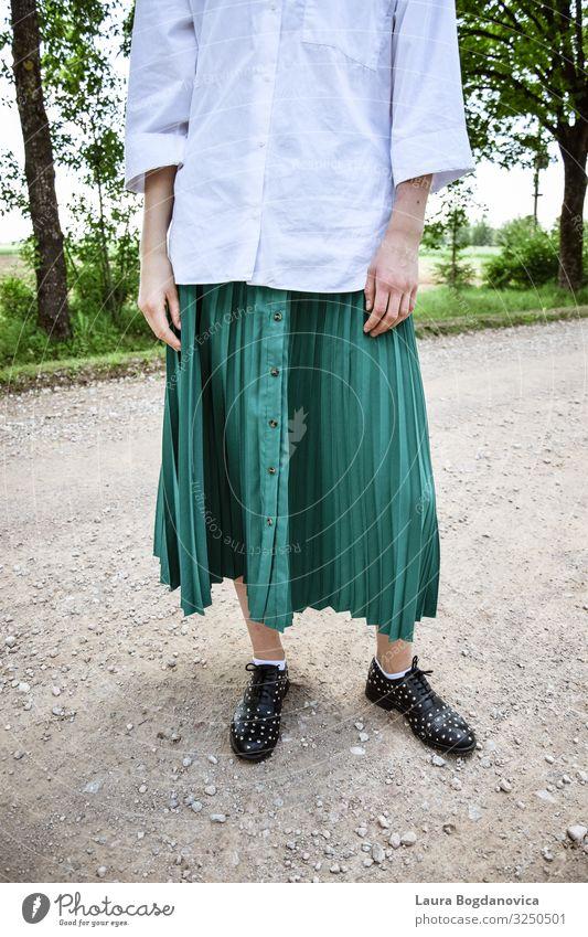 Outfit Mensch feminin Junge Frau Jugendliche Erwachsene Körper 1 13-18 Jahre Mode Bekleidung Arbeitsbekleidung Hemd Rock Schuhe Coolness frei Fröhlichkeit