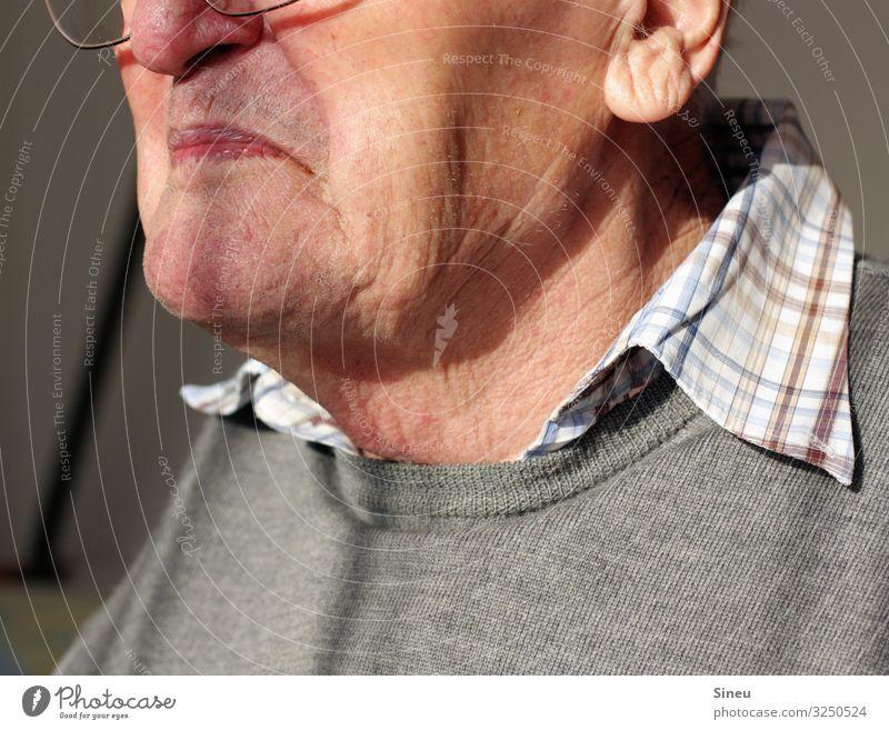Opa maskulin Männlicher Senior Mann Großvater Familie & Verwandtschaft Leben Gesicht 60 und älter Seniorenheim beobachten warten alt Verschwiegenheit