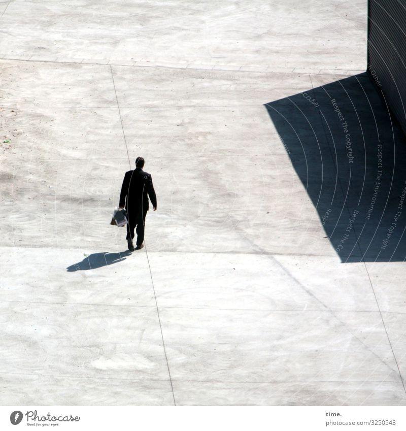 Kollege Klatt Mensch Mann Stadt Haus Einsamkeit Erwachsene Wege & Pfade Bewegung Stein Stimmung gehen hell maskulin träumen Perspektive Platz