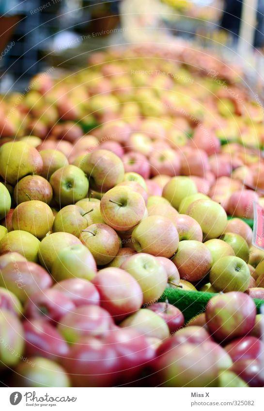 Wochenmarkt Lebensmittel Frucht Apfel Ernährung Bioprodukte Vegetarische Ernährung Diät frisch Gesundheit saftig sauer süß kaufen Ernte verkaufen Apfelernte
