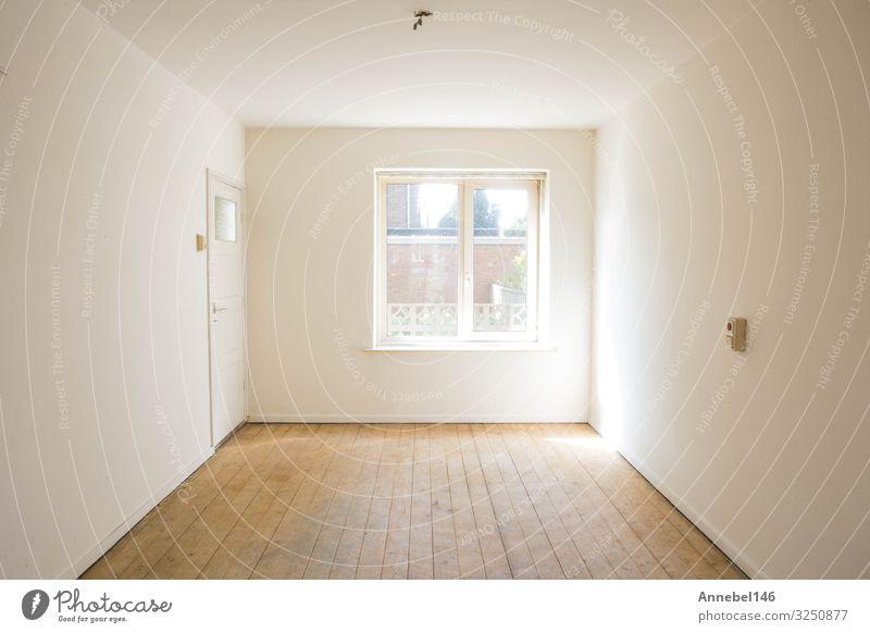 leerer weißer Raum mit Holzparkett vor der Renovierung Lifestyle Reichtum Design Wohnung Haus Dekoration & Verzierung Tisch Natur Gebäude Architektur alt
