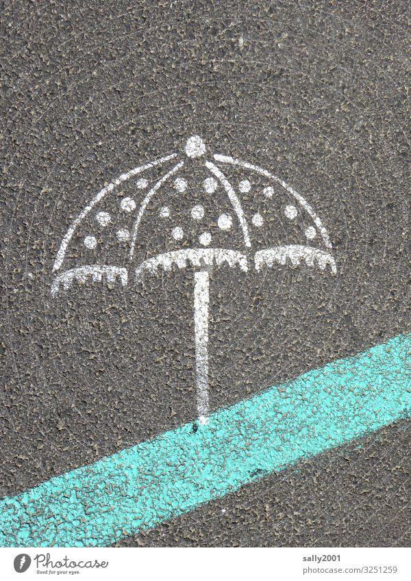 schönen sonnigen Sonntag! Sonnenschirm Regenschirm Straße Asphalt Malerei aufgemalt Straßenmarkierung Sommer gepunktet Punkte Außenaufnahme Schutz grau Wetter