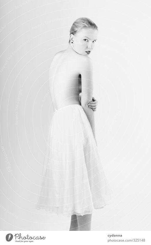White elegant Stil exotisch schön Körperpflege Haut Mensch Junge Frau Jugendliche Leben 18-30 Jahre Erwachsene Rock ästhetisch Erotik Gefühle geheimnisvoll