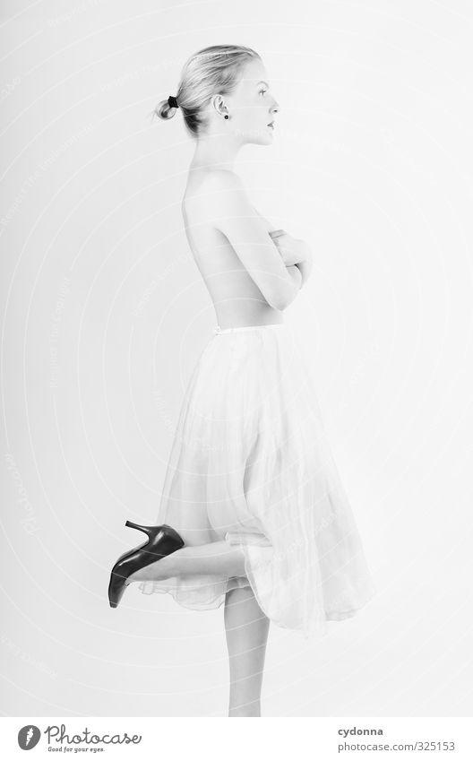 Profilbild Lifestyle elegant Stil schön Körperpflege Haut Mensch Junge Frau Jugendliche Leben 18-30 Jahre Erwachsene Mode Rock Schuhe Damenschuhe blond