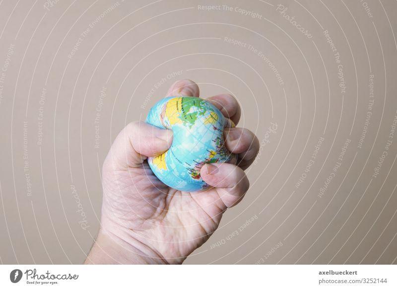 Umweltzerstörung - Hand zerdrückt Weltkugel Lifestyle Mensch maskulin Erwachsene Finger 1 Klimawandel Krise Natur Ferien & Urlaub & Reisen skurril Stress