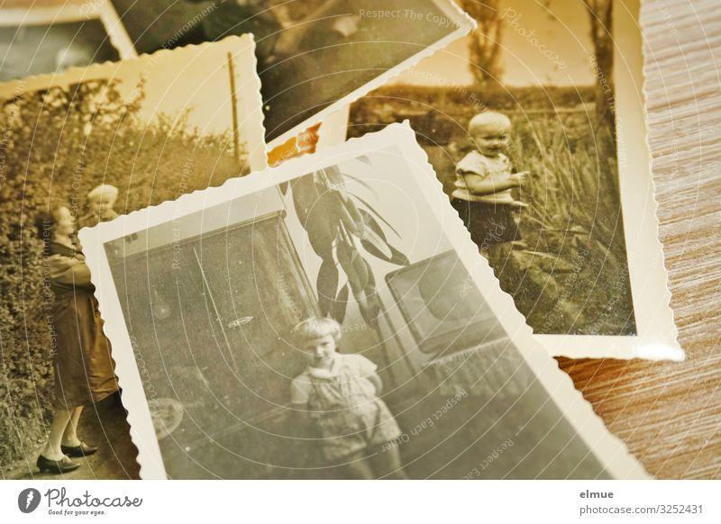 Erinnerungen Freizeit & Hobby Fotografieren Papierbild analog Kleinkind Kindheit liegen alt historisch retro Gefühle Senior Beginn Identität Nostalgie