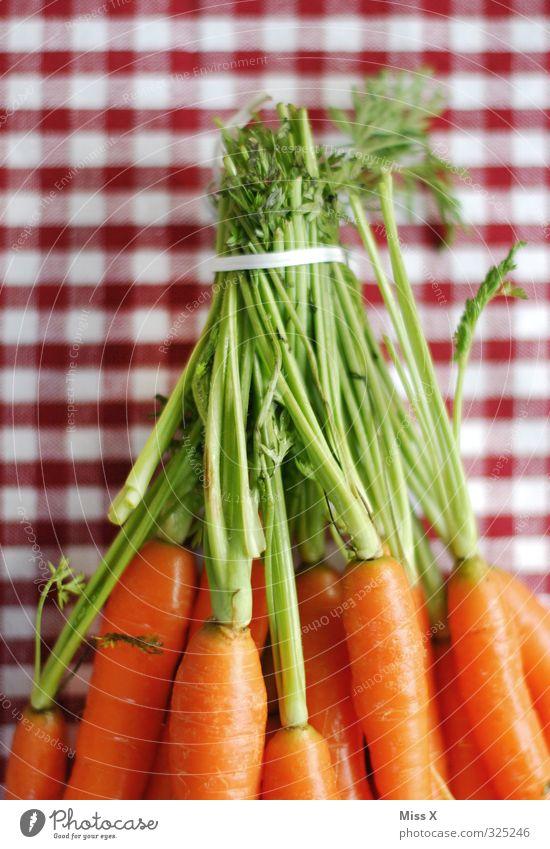 Möhrchen Gesunde Ernährung Gesundheit orange Lebensmittel frisch Ernährung Kochen & Garen & Backen Gemüse Ernte lecker Bioprodukte kariert Vegetarische Ernährung Möhre Bündel Zutaten