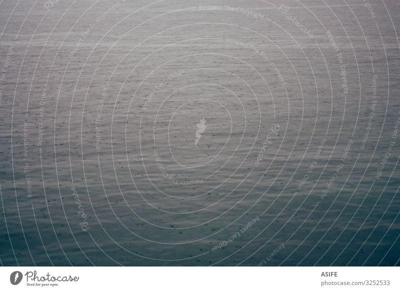 Regentropfen auf dem Meer Natur Landschaft Tropfen blau Hintergrund Konsistenz Wasser Menschenleer