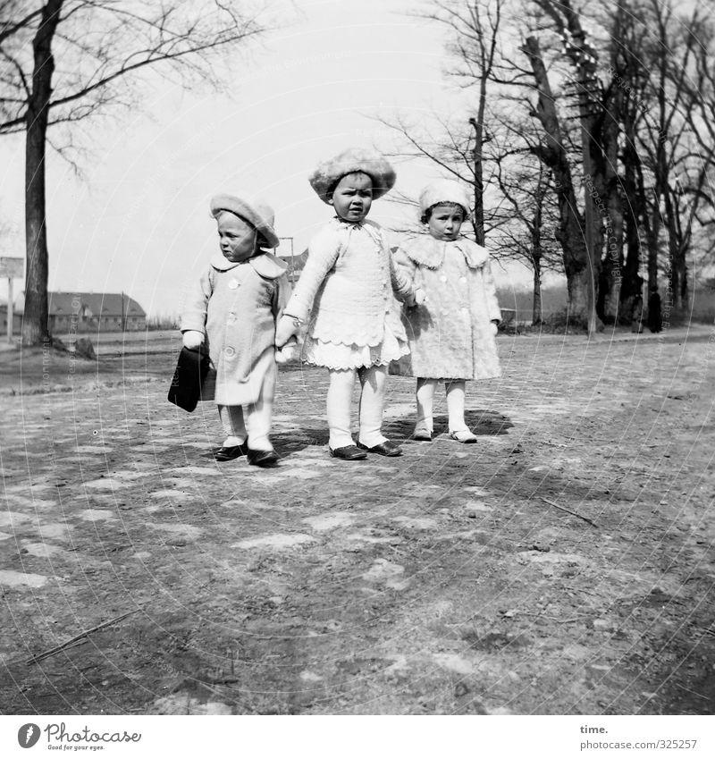 Kindheitserinnerung | Sonntagsspaziergang (langweilig) Mensch 3 Schönes Wetter Baum Park beobachten festhalten Blick stehen warten historisch klein standhaft