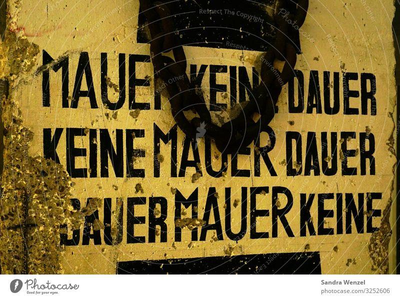 Mauer Mensch Leben Wand Gefühle Berlin Zeit Deutschland Zusammensein Stimmung Zukunft bedrohlich Zeichen Ziel Zusammenhalt Unendlichkeit