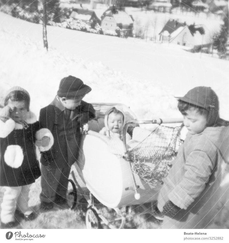 Winter-Quartett Gesundheit Spaziergang Ausflug Abenteuer Schnee Natur Landschaft Eis Frost Schwarzwald Dorf Verkehrsmittel Wege & Pfade Kinderwagen Mode Mantel