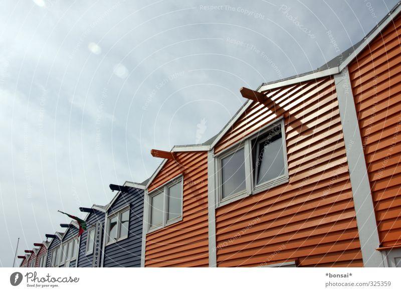hummerbuden Sommer Häusliches Leben Wohnung Haus Architektur Schönes Wetter Helgoland Hütte maritim Design Scheune Hummerbude mehrfarbig Dachgiebel