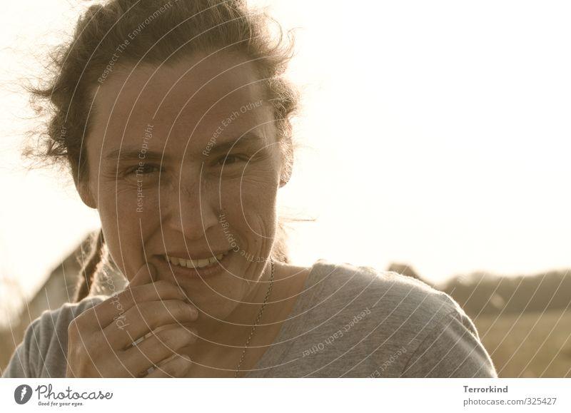 sonne.wär.gut Mensch feminin Junge Frau Jugendliche Erwachsene Kopf Haare & Frisuren Auge Mund Hand Finger 1 30-45 Jahre Lächeln lachen Blick Freundlichkeit