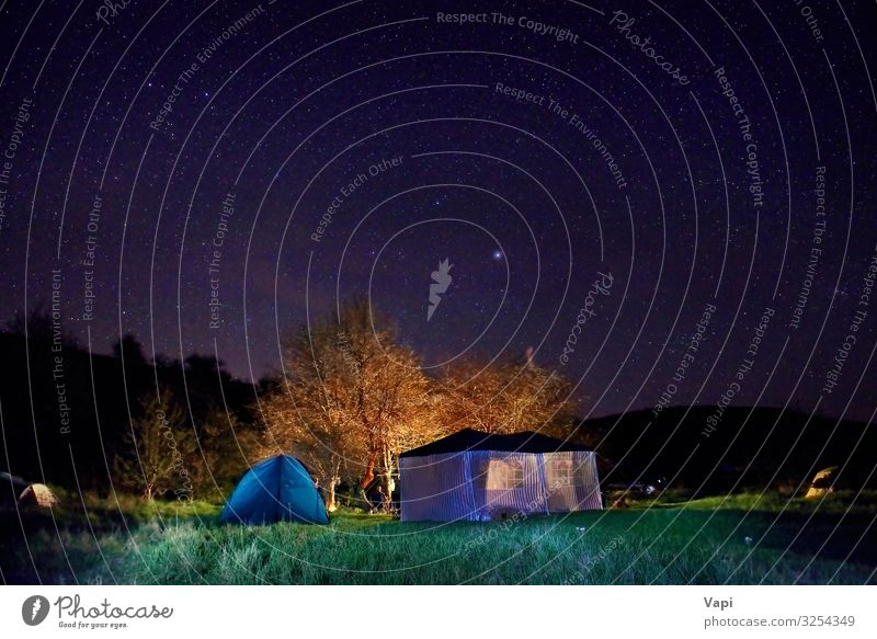 Beleuchtetes gelbes Campingzelt Lifestyle Freizeit & Hobby Ferien & Urlaub & Reisen Tourismus Abenteuer Sommer Sommerurlaub Berge u. Gebirge wandern Sport Natur