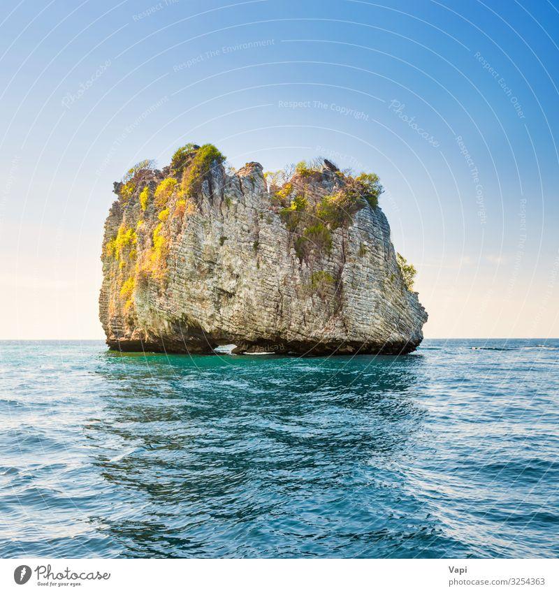 Felsige tropische Insel in blauem Meer exotisch schön Ferien & Urlaub & Reisen Tourismus Ausflug Abenteuer Kreuzfahrt Sommer Sommerurlaub Sonne Wellen